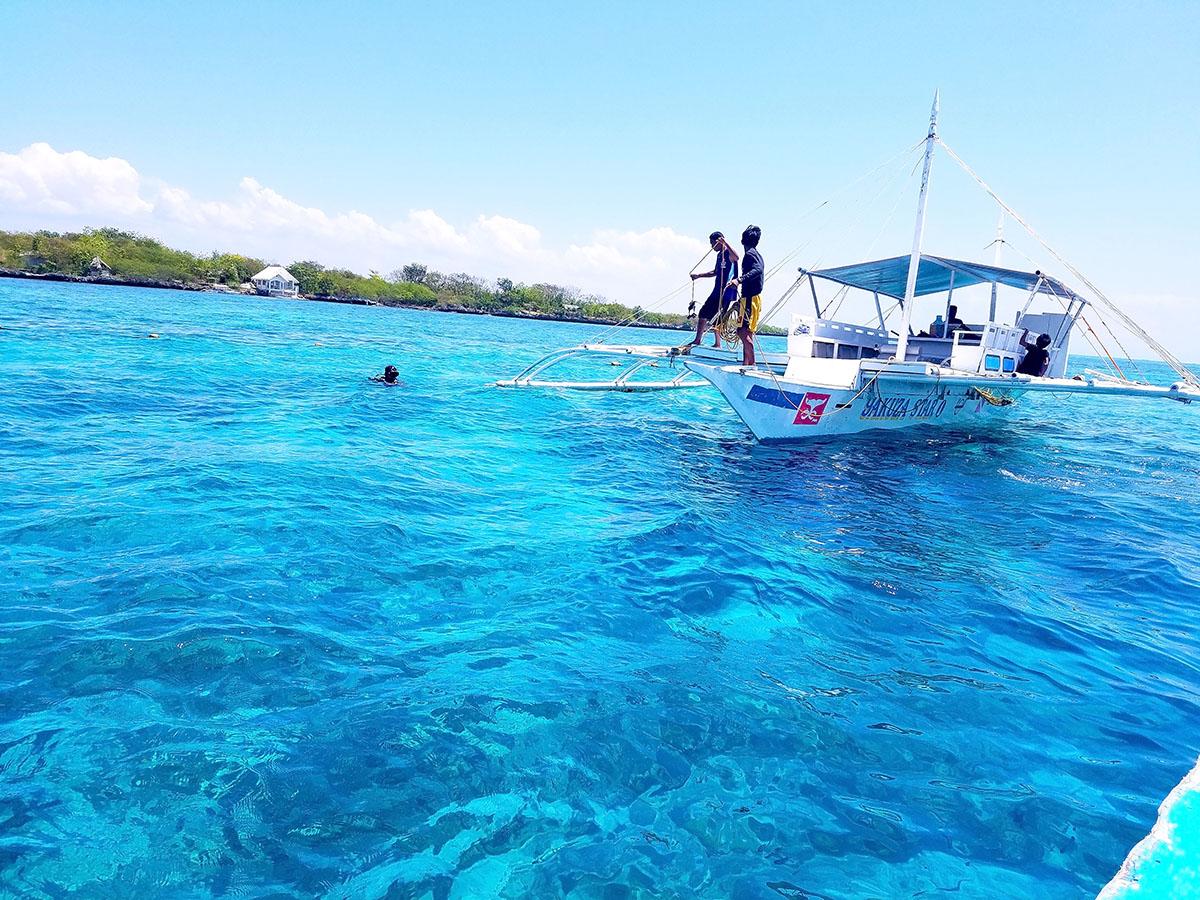 ヒルトゥガン島付近の海