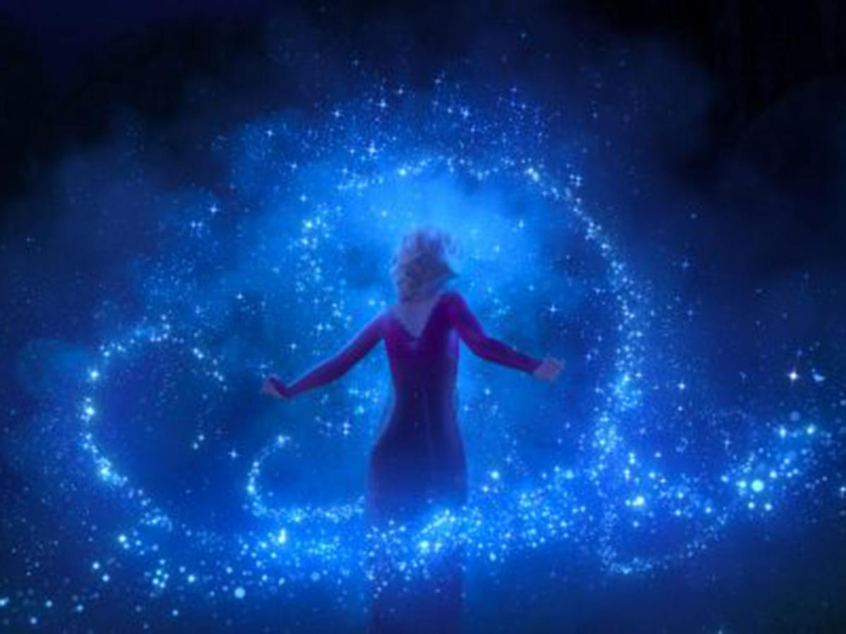 エルサが魔法を使うシーン